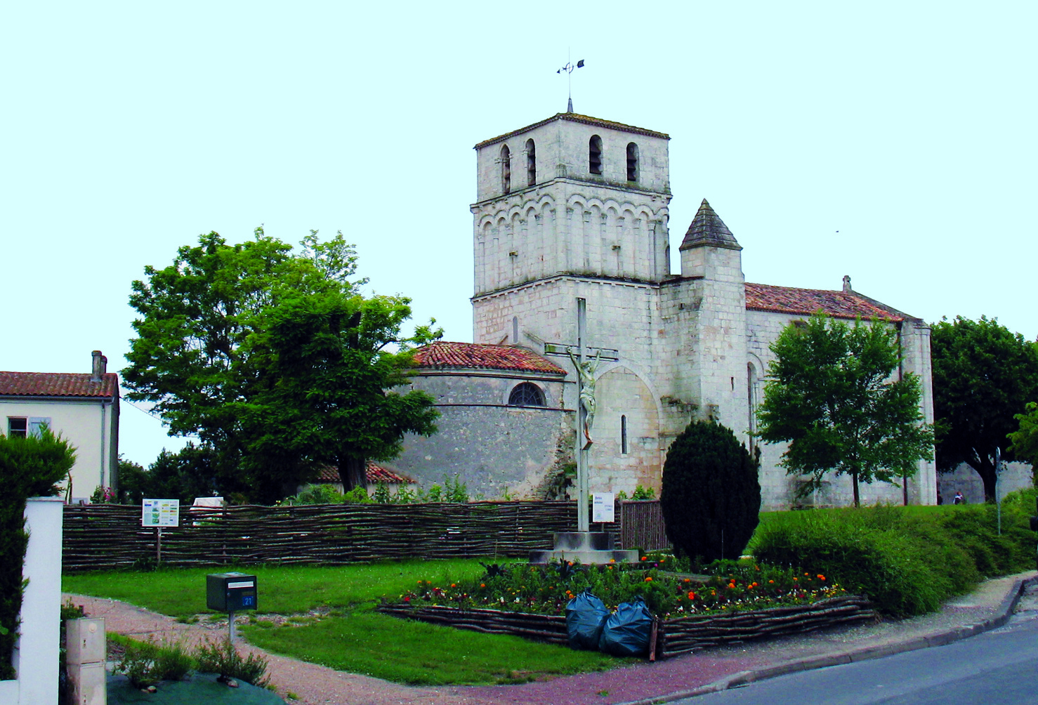 Cote Allee Saint Sulpice De Royan Paysagiste Amenagement